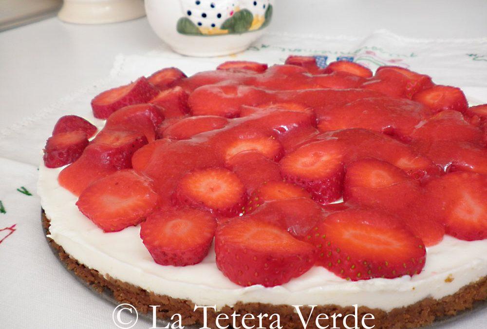 Tarta vegana de queso y fresas